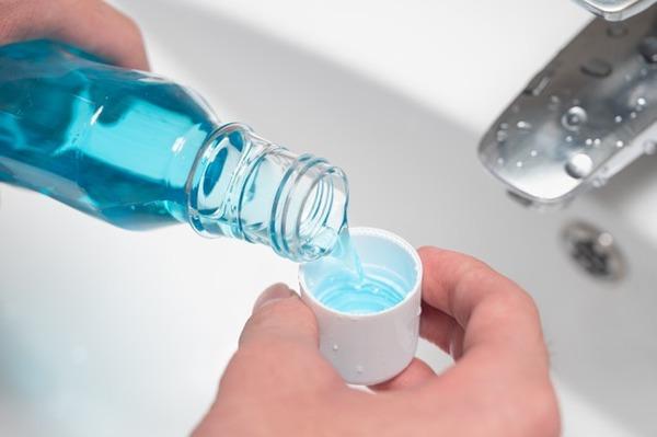 Ополаскиватель нужно использовать через 10-15 минут после чистки зубов